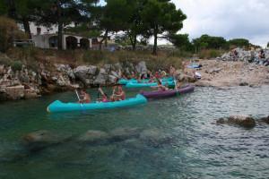 slika - letovanje na Krku -otroci  na kanuju